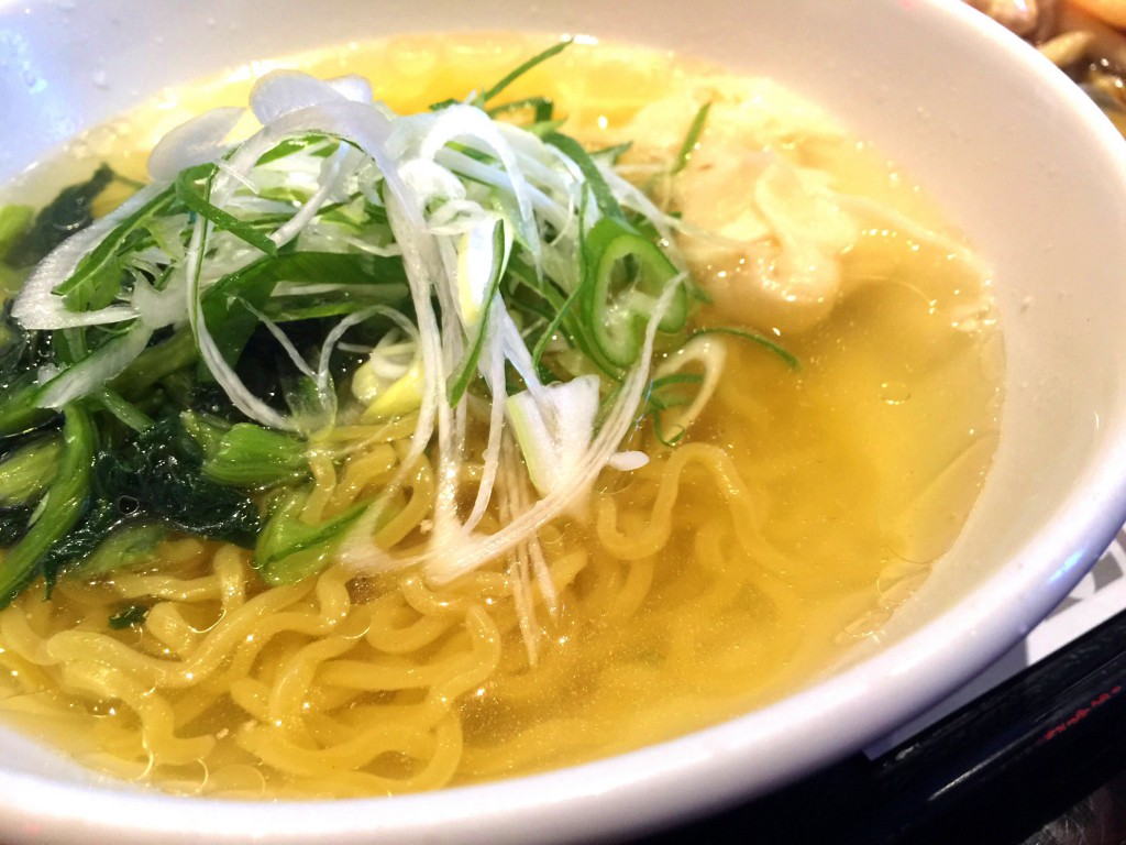 京花樓 エビワンタン麺