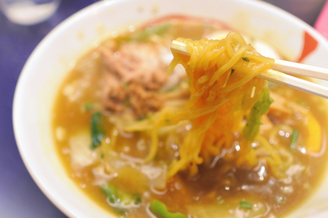 16405びっくり亭 カレーラーメン 麺